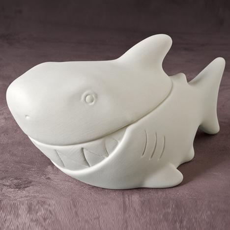 Sharky Box 16.5cm long MB0670